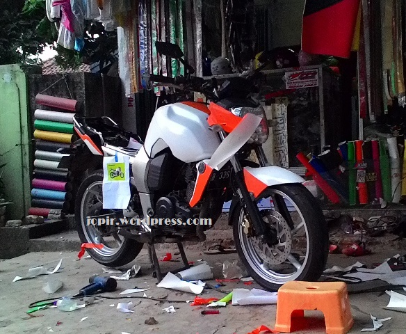 Sticker byson orange